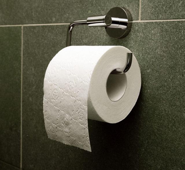 Dùng khóa chống trộm giấy vệ sinh giữa mùa dịch Covid-19 - 4
