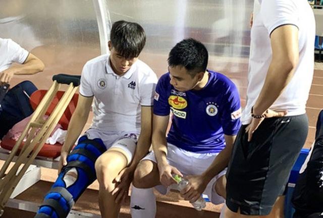 Đình Trọng và Duy Mạnh cùng sang Singapore kiểm tra chấn thương - 1