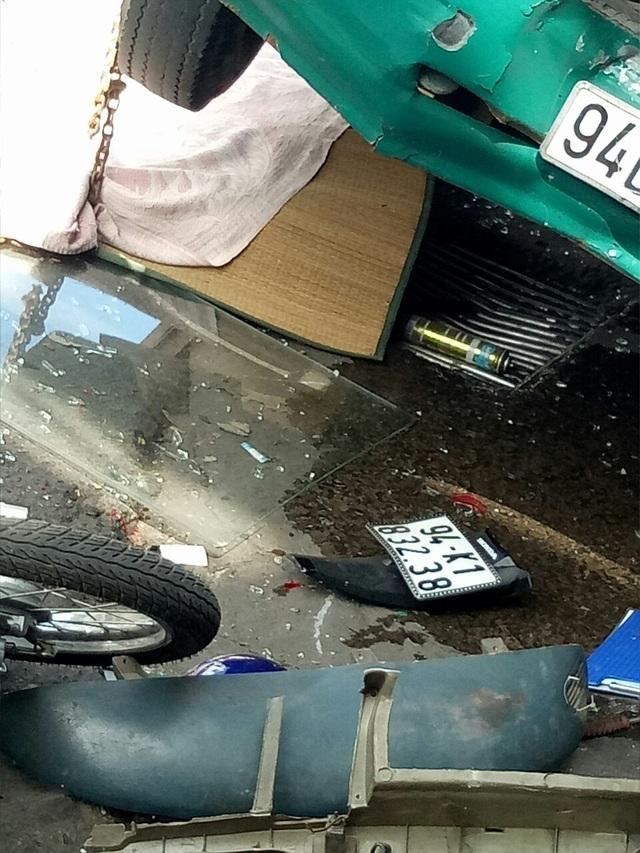 Xe buýt đổ dốc cầu tông người phụ nữ bán vé số tử vong - 3