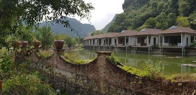 Cận cảnh homestay hàng chục tỷ đồng bị bỏ hoang tại Ninh Bình - 2