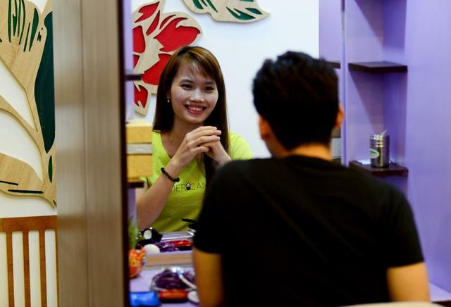 """Quán lẩu đặc biệt ở Sài Gòn giúp nhiều thanh niên """"thoát ế"""" - 4"""