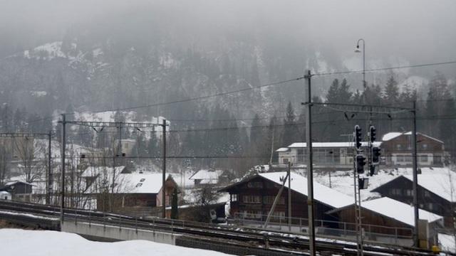 Phát hiện mối nguy dưới lòng đất, cư dân thị trấn Thụy Sĩ phải di tản tới hơn 10 năm - 1