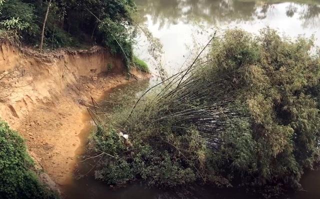 Sông Ngàn Sâu nuốt chửng vườn dân, uy hiếp cầu treo - 3