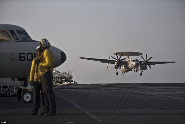 """Tàu sân bay USS Theodore Roosevelt - """"thành phố nổi"""" của Hải quân Mỹ - 10"""