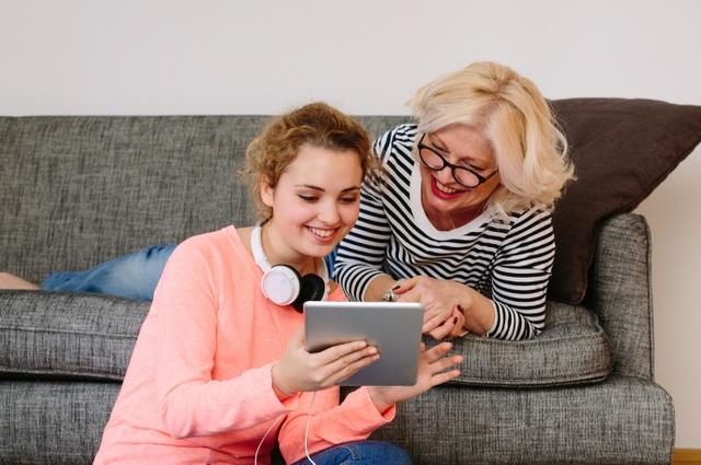 Món quà ý nghĩa để cải thiện sức khỏe thị lực của mẹ: Kính đa tròng Essilor - 5