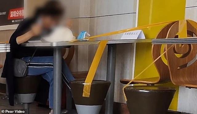 Ngăn ngừa covid-19, nhà hàng TQ cấm thực khách ngồi cạnh nhau khi ăn - 1