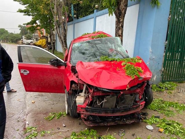 Không bằng lái vẫn mượn xe đi rồi tự gây tai nạn - 1