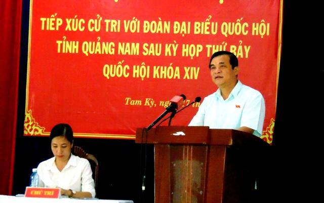 Quảng Nam: Cấm dùng ngân sách tặng hoa lãnh đạo tỉnh - 1