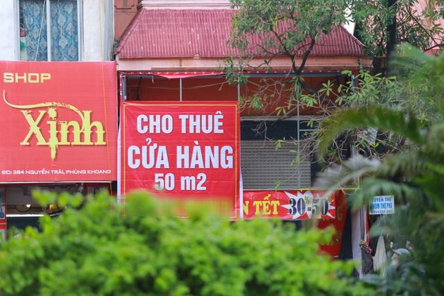 Kinh doanh ế ẩm, hàng loạt cửa hàng ở Hà Nội đóng cửa trả mặt bằng - 2