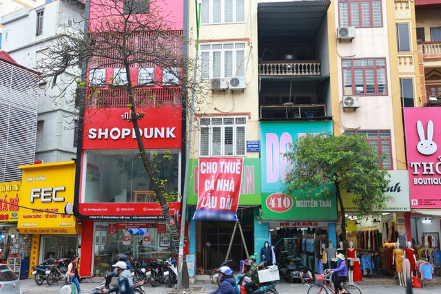 Kinh doanh ế ẩm, hàng loạt cửa hàng ở Hà Nội đóng cửa trả mặt bằng - 3