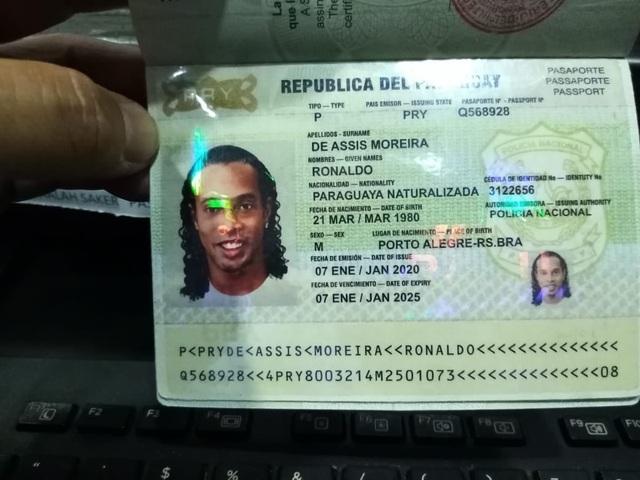 Hành trình khiến sự nghiệp tụt dốc không phanh của Ronaldinho - 1