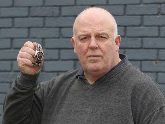 Thà ném đồng hồ Rolex trị giá 300 triệu đồng lên mái nhà còn hơn bị cướp - 2