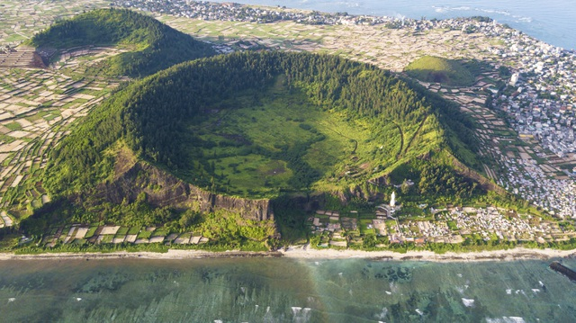 Kỳ vĩ núi lửa triệu năm tuổi trên đảo Lý Sơn - 1