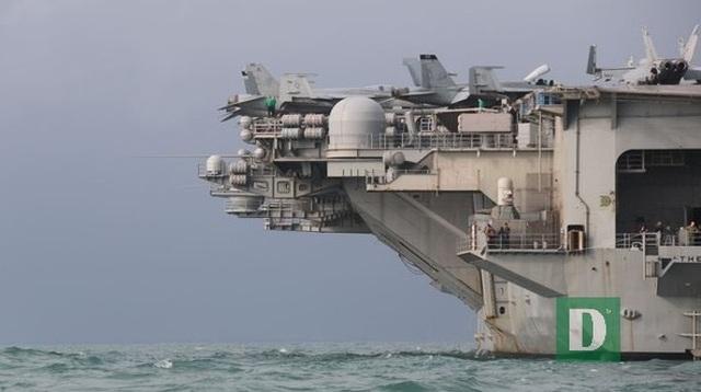 Siêu hàng không mẫu hạm Mỹ tiến vào vùng biển Đà Nẵng - 2