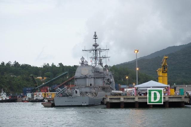 Cận cảnh siêu hàng không mẫu hạm Mỹ trên biển Đà Nẵng - 2