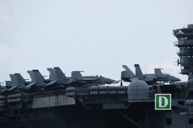 Cận cảnh siêu hàng không mẫu hạm Mỹ trên biển Đà Nẵng - 5