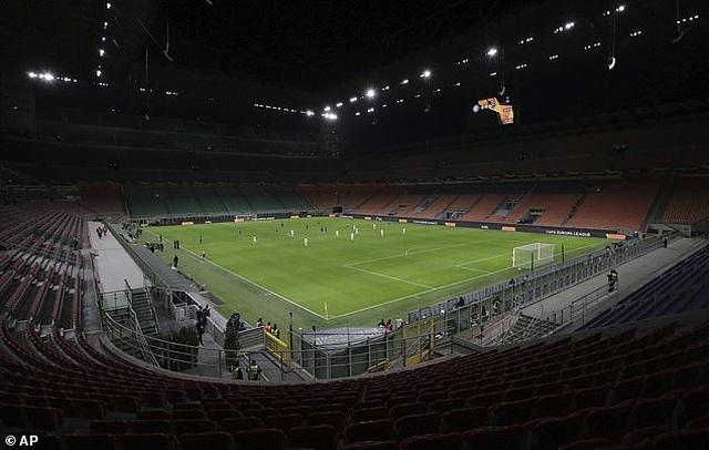 Serie A phải hoãn thi đấu 1 tháng vì Covid-19 - 1