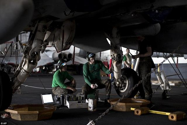 """Tàu sân bay USS Theodore Roosevelt - """"thành phố nổi"""" của Hải quân Mỹ - 6"""