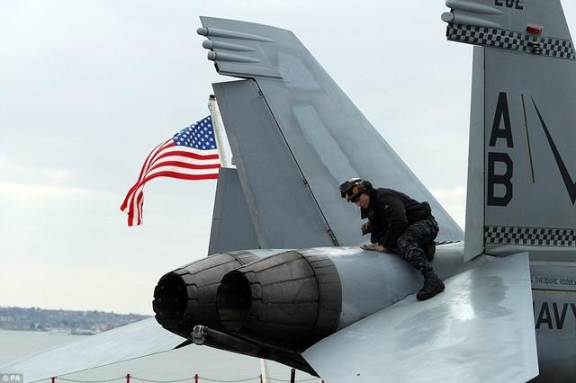 """Tàu sân bay USS Theodore Roosevelt - """"thành phố nổi"""" của Hải quân Mỹ - 9"""