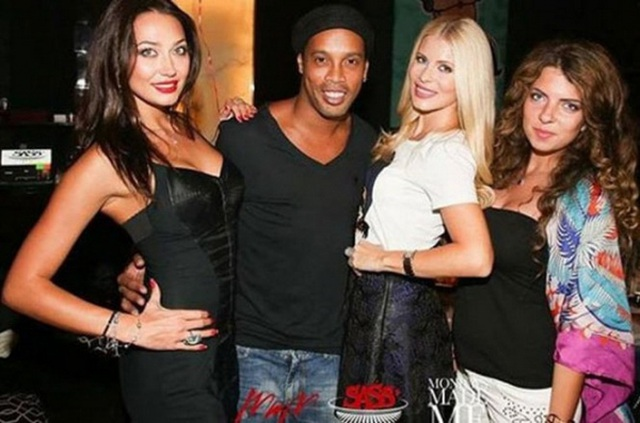 Hành trình khiến sự nghiệp tụt dốc không phanh của Ronaldinho - 3
