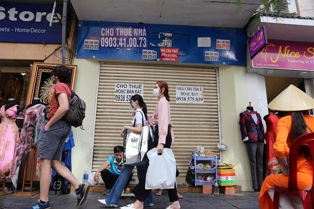 TP.HCM: Hàng loạt cửa hàng vị trí đất vàng đóng cửa, trả mặt bằng - 1