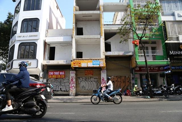 TP.HCM: Hàng loạt cửa hàng vị trí đất vàng đóng cửa, trả mặt bằng - 4