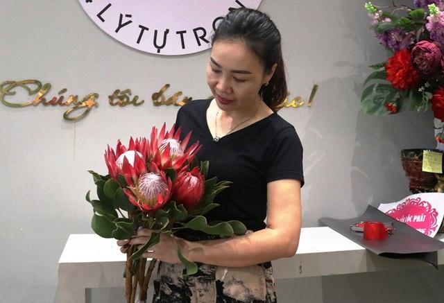 Hà Tĩnh: Hoa lạ, đắt đỏ tràn ngập thị trường ngày 8/3 - 1