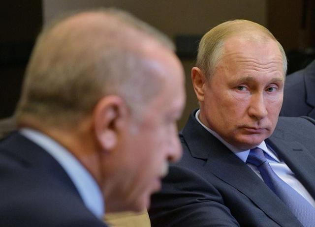 """""""Bạn"""" với Mỹ, """"thân"""" với Nga, vì sao Thổ Nhĩ Kỳ vẫn đơn độc ở Syria? - 1"""
