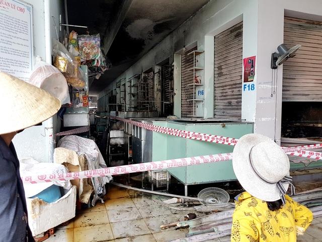 Cháy chợ lúc nửa đêm, gần 100 ki ốt bị thiêu rụi - 2