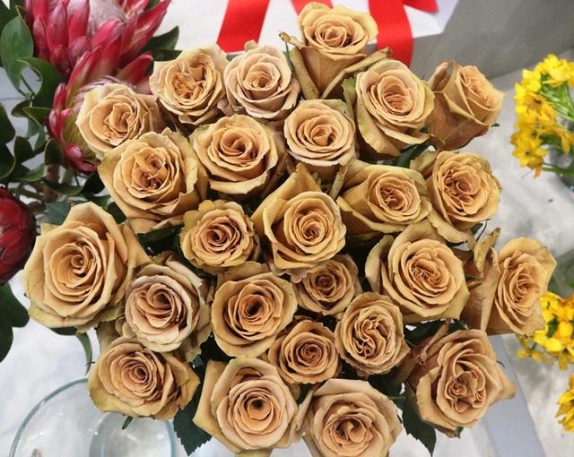Hà Tĩnh: Hoa lạ, đắt đỏ tràn ngập thị trường ngày 8/3 - 3