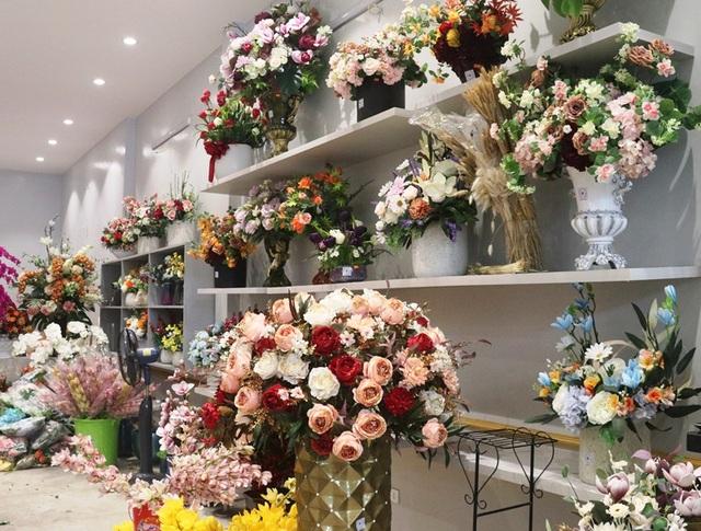 Hà Tĩnh: Hoa lạ, đắt đỏ tràn ngập thị trường ngày 8/3 - 2