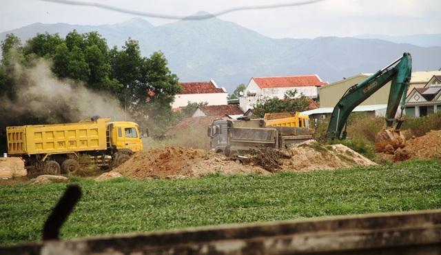 Bình Định: Rầm rộ đưa đất sét trong cụm công nghiệp ra ngoài đổ thải? - 1