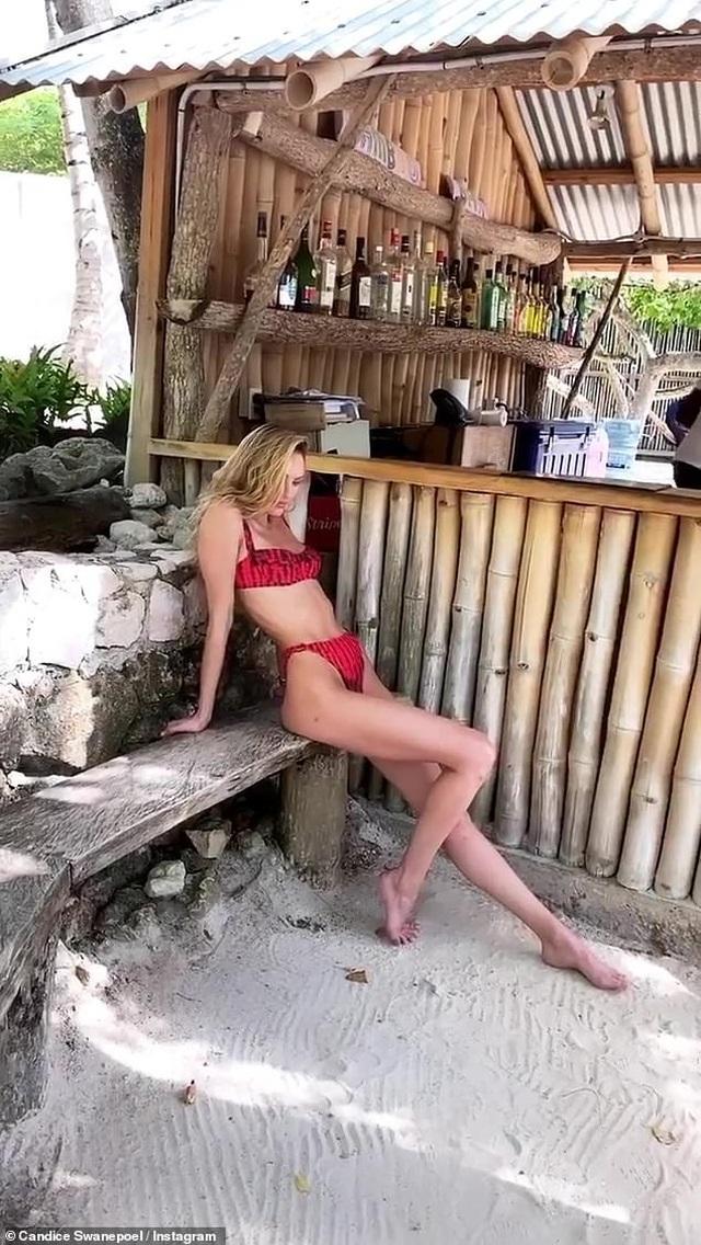 Candice Swanepoel mặc áo tắm từ vải tái chế - 3