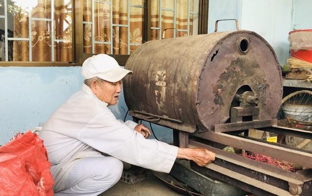 Cụ ông 90 tuổi bán đậu phộng để làm từ thiện giúp người nghèo - 3