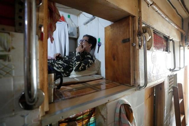 """Ám ảnh cuộc sống của cư dân nghèo trong nhà """"quan tài"""" tại Hồng Kông - 1"""