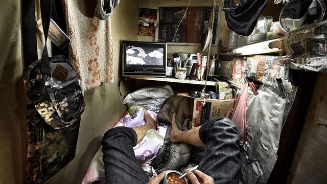 """Ám ảnh cuộc sống của cư dân nghèo trong nhà """"quan tài"""" tại Hồng Kông - 2"""