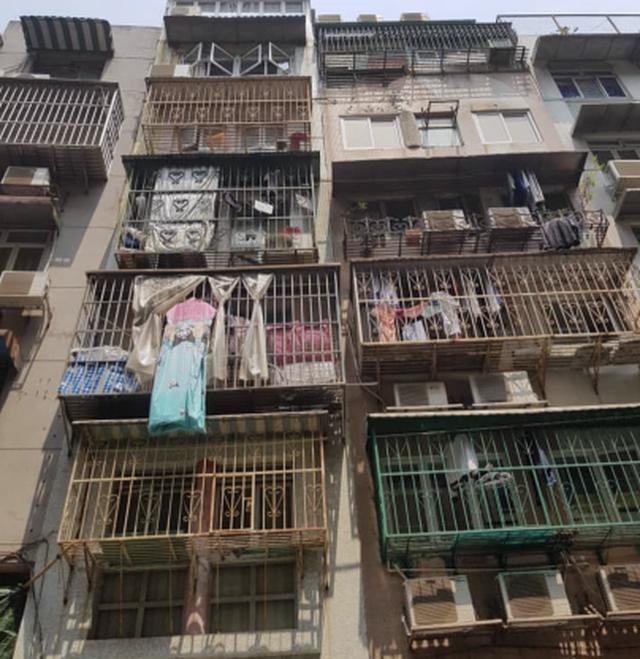 """Ám ảnh cuộc sống của cư dân nghèo trong nhà """"quan tài"""" tại Hồng Kông - 4"""