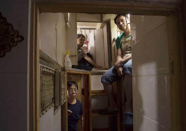 """Ám ảnh cuộc sống của cư dân nghèo trong nhà """"quan tài"""" tại Hồng Kông - 5"""