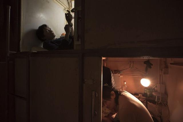 """Ám ảnh cuộc sống của cư dân nghèo trong nhà """"quan tài"""" tại Hồng Kông - 6"""