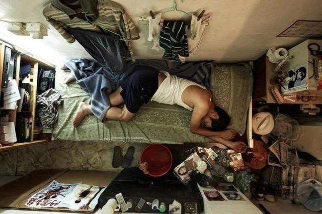 """Ám ảnh cuộc sống của cư dân nghèo trong nhà """"quan tài"""" tại Hồng Kông - 8"""
