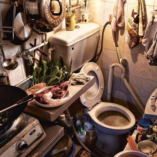 """Ám ảnh cuộc sống của cư dân nghèo trong nhà """"quan tài"""" tại Hồng Kông - 11"""