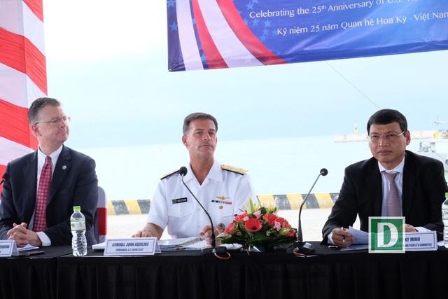 Tàu sân bay Mỹ thăm Đà Nẵng: Đô đốc Mỹ cảm ơn sự hiếu khách của Việt Nam  - 1