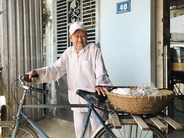 Cụ ông 90 tuổi bán đậu phộng để làm từ thiện giúp người nghèo - 2