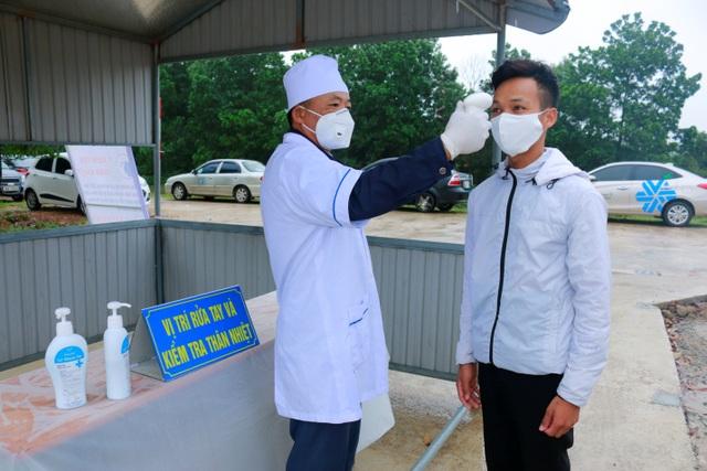 Hà Tĩnh: 100% học viên đo thân nhiệt phòng Covid-19 trước khi học lái xe - 1