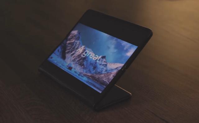 Cận cảnh smartphone màn hình gập 3 và smartphone trượt để mở rộng màn hình - 11