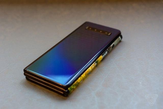 Cận cảnh smartphone màn hình gập 3 và smartphone trượt để mở rộng màn hình - 5