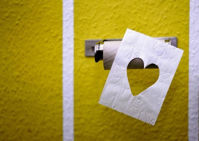 Chuyện tình lãng mạn thời corona: Bắt nguồn từ... cuộn giấy vệ sinh - 1
