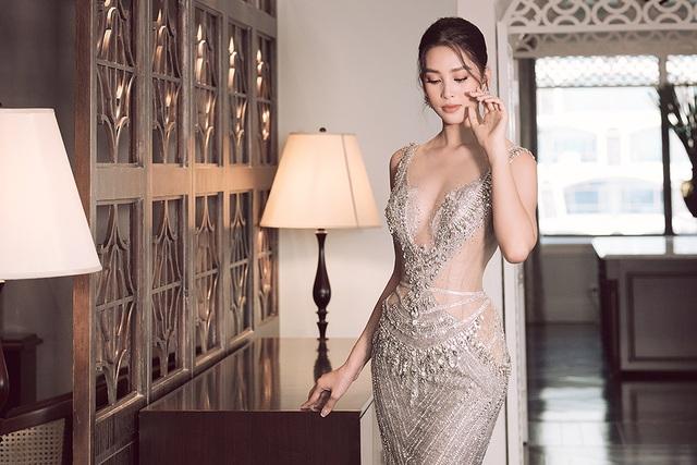 Hoa hậu Trần Tiểu Vy xinh như công chúa khi diện váy cưới - 10