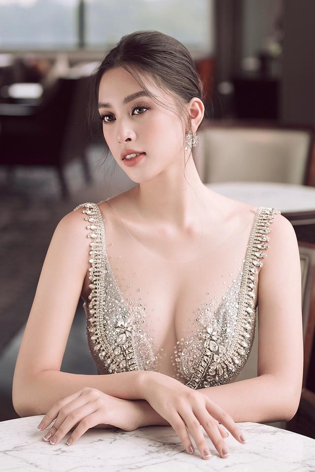 Hoa hậu Trần Tiểu Vy xinh như công chúa khi diện váy cưới - 7