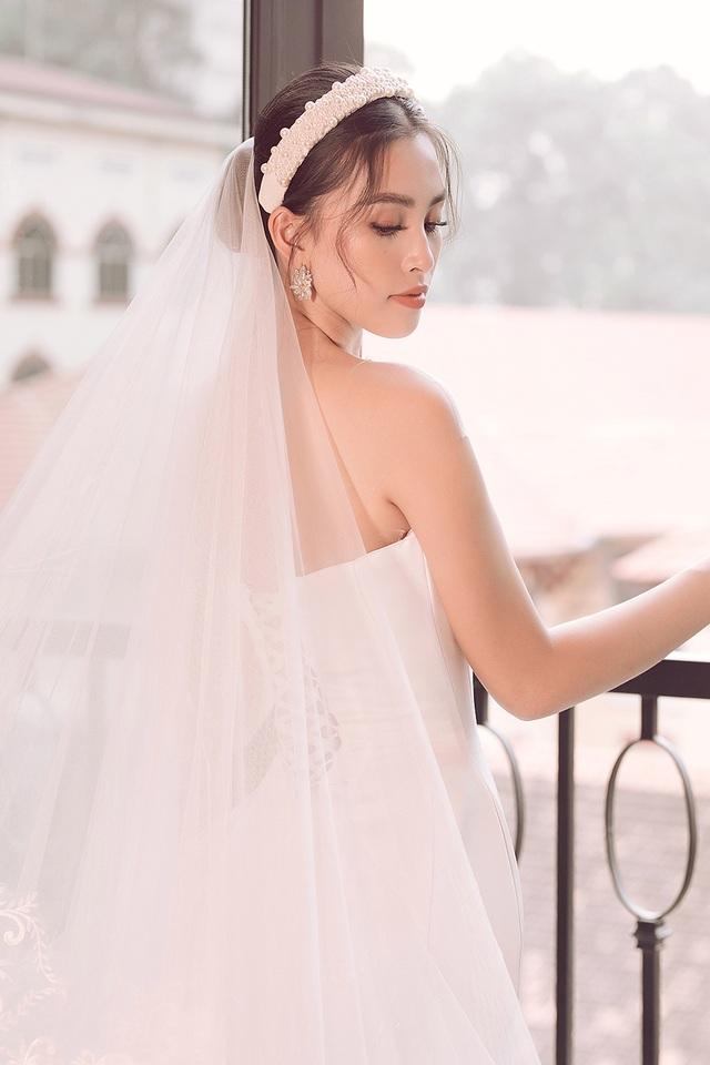 Hoa hậu Trần Tiểu Vy xinh như công chúa khi diện váy cưới - 11
